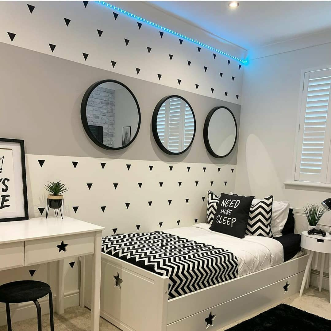 Should Master Bedroom and Bathroom Paint Match?
