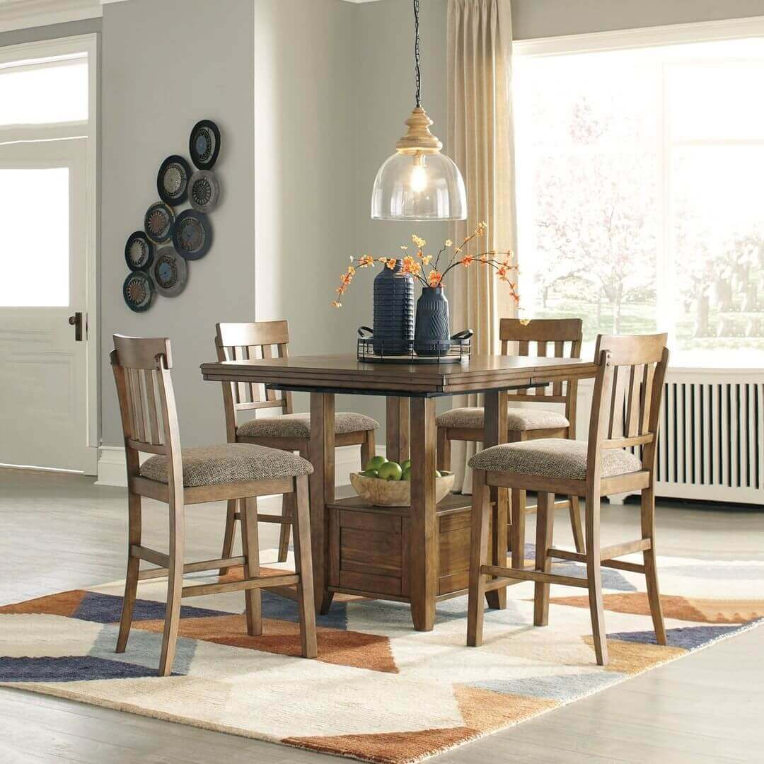 Should Dining Room Chairs Have Arms?